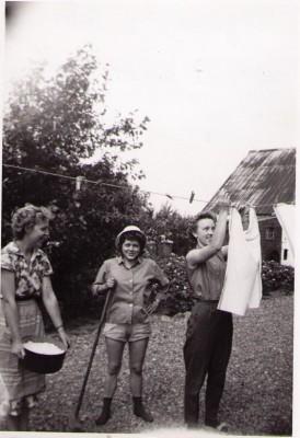 Fra v. Karin, Lis og Ragna Hedelyst. 1962  ca.