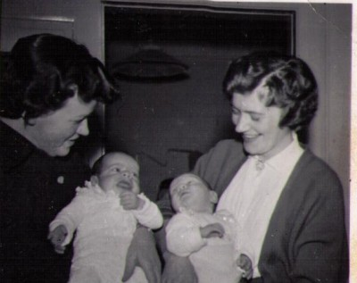 Grethe og Erna m, førstefødte 1957