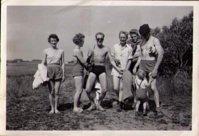 fv. Erna, Ragna, Bertel, Ove, Carsten og Villy m. Lisbeth 1960
